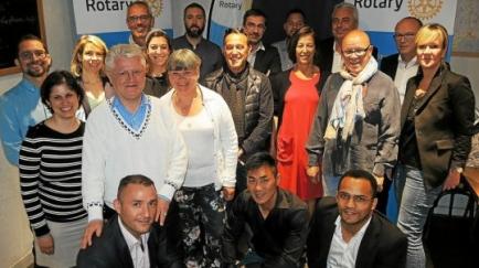 Les membres du Rotary Vannes Atlantique avec l'association Soleil levant (crédit photo : Le Télégramme)
