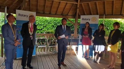 David Le Liboux (à droite) succède à Alexandre Navarro (à gauche), à la présidence du Rotary club Vannes atlantique.